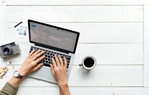 new blogger on laptop