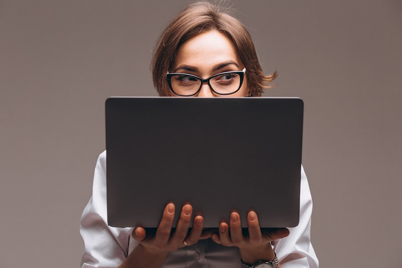 woman creating a passive income from websites on laptop