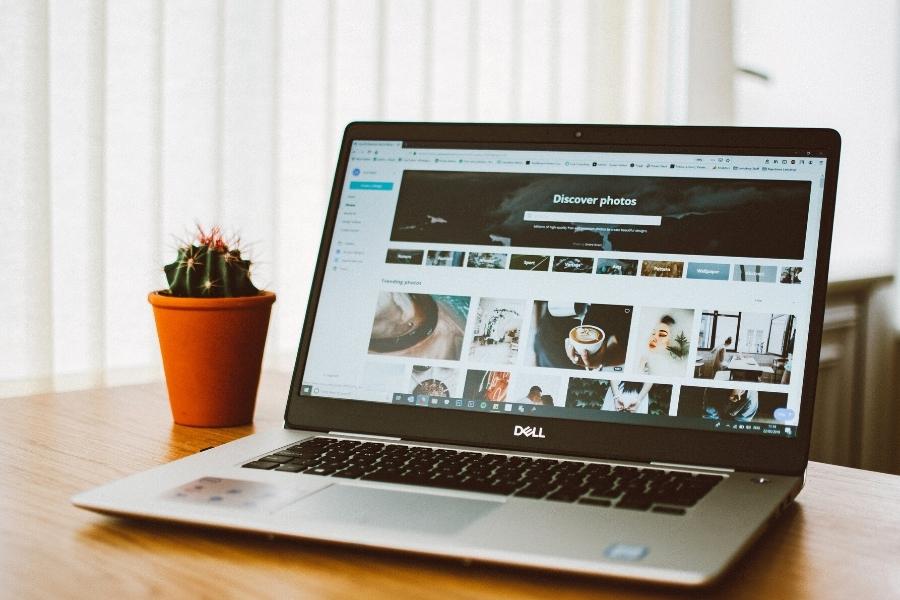 laptop blogging in wordpress